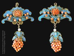 China | Pair of pendants; Kingfisher's feathers, glass beads, gilded metal, coral | 19th - 19th century