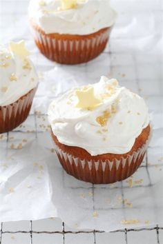NOMU is an original South African food and lifestyle concept by Tracy Foulkes. Fluffy Icing, Butter Icing, Walnut Cake, Hot Chocolate Recipes, Icing Recipe, Chocolate Coffee, Cake Cookies, Cupcakes, I Love Food