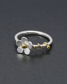 A charming daisy ring with a silver flower in a satin finish. - A charming daisy ring with a silver flower in a satin finish. It has a brass bead to the centr - Silver Necklaces, Sterling Silver Jewelry, Silver Earrings, 925 Silver, Earrings Uk, Diamond Jewelry, Gold Jewelry, Daisy Jewellery, Avery Jewelry