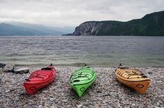Kayaks ready to go at Norris Point in Gros Morne National Park Gros Morne, Visit Canada, Newfoundland And Labrador, Beautiful Places To Visit, Amazing Places, Travel Oklahoma, New York Travel, Canada Travel, Summer Travel