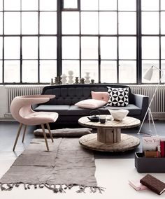 Interior Design Love this! art wall Living Room Design Ideas, Pictures, Remodeling and Decor Visitar home-designing Interior Exterior, Home Interior, Interior Architecture, Interior Decorating, Decorating Ideas, Decor Ideas, Room Ideas, Exterior Windows, Interior Office