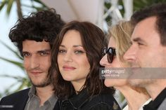 French actor Louis Garrel, French actress Marion Cotillard, French director Nicole Garcia and Spanish actor Alex Brendemuhl pose on May 15, 2016 during a photocall for the film 'Mal de Pierres (From the Land of the Moon)' at the 69th Cannes Film Festival in Cannes, southern France. / AFP / Valery HACHE