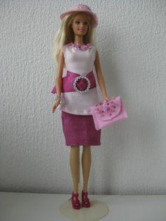 Roseberryblues Zelfgemaakte Barbie kleding te koop via Marktplaats bij de advertenties van Nala Fashion. VERKOCHT