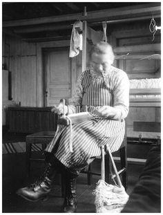 making heddles | Täräntö parish, Kainulasjärvi, Finland/Sweden border | 1932