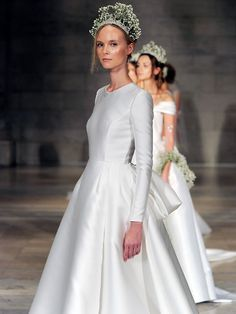 Reem Acra Fall Regal Looks With Boho Influence Reem Acra Wedding Dress, Reem Acra Bridal, Fall Wedding Dresses, Perfect Wedding Dress, Designer Wedding Dresses, Bridal Dresses, Wedding Gowns, Muslimah Wedding Dress, Different Dresses