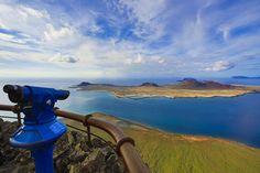LOS MIRADORES NATURALES MÁS IMPRESIONANTES DE ESPAÑA: En el Mirador del Río (Lanzarote) no podrás evitar sentirte un poco dios - Los miradores naturales más impresionantes de España