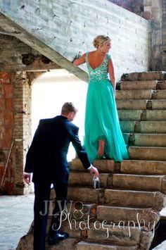 Would be a super cute wedding photo