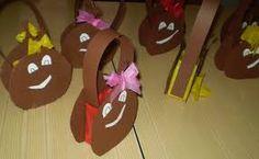 Resultado de imagem para cartuchos para castanhas Halloween, Fall, Crafts, Classroom, School, Autumn Crafts, Fall Decorating, Fall Winter, Christmas Door