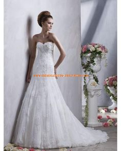 Luxuriöse Brautmode sexy aus Tüll und Satin mit Schleppe A-Linie