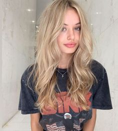 Cute champagne blonde hair color blends for women 2019 stylesmod blends blonde braidedhairstyle champagne color cute hair haircolorhairstyles hairstyleformediumlengthhair hairstyleshighlights stylesmod women Blonde Hair Looks, Medium Blonde Hair, Girls With Blonde Hair, Long Bronde Hair, Blonde Women, Light Blonde Hair, Golden Blonde Hair, Blonde Hair With Highlights, Best Blonde Hair