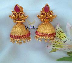 Gold Jhumka Earrings, Jewelry Design Earrings, Gold Earrings Designs, Gold Jewellery Design, Jhumka Designs, Cartier Jewelry, Indian Earrings, Jewelery, India Jewelry