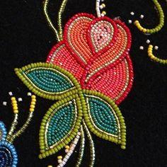 Native Beading Patterns, Beadwork Designs, Seed Bead Patterns, Indian Beadwork, Native Beadwork, Native American Beadwork, Beaded Embroidery, Embroidery Patterns, Seed Bead Art