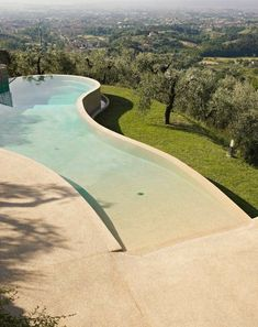 #pool #piscina #villaconpiscina Natural Swimming Pools, Swimming Pools Backyard, Swimming Pool Designs, Beach Entry Pool, Beach Pool, Moderne Pools, My Pool, Dream Pools, Cool Pools