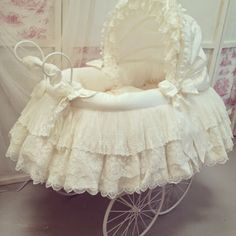 Gorgeous cream lace moses basket by Angela Lace Baby Dolls, Kit Bebe, Baby Buggy, Baby Baskets, Baby Shawer, Baby Prams, Baby Bassinet, Baby Carriage, Baby Furniture