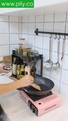 spice rack organization ideas Spice Rack Organization, Spice Rack Organiser, Kitchen Organization, Organization Ideas, Modern Grey Kitchen, Modern Kitchen Design, Kitchen Shelves, Kitchen Storage, Macrame Design