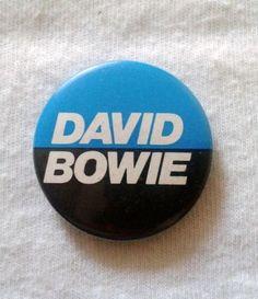 RARE - VINTAGE DAVID BOWIE BADGE
