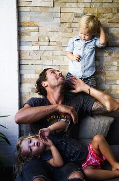 papa and the little ones Family Goals, Family Love, Happy Family, Cute Kids, Cute Babies, Little Presents, Fathers Love, Jolie Photo, Children Images