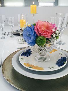 Jantar romântico, produção, dia dos namorados, amor, rosa, azul, amarelo, flores, velas, mesa posta, delicado, presente, concretize, realce.