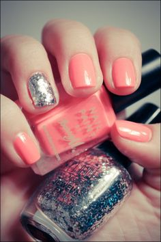 Peach nails with Silver accent. I must get this Milani Silver glitter. I keep looking at it in the store and not buying it. Summery Nails, Peach Nails, Coral Nails, Garra, Silver Glitter, Glitter Nails, Cute Nails, Pretty Nails, Hair And Nails