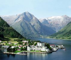 I love this itinerary ! Plan our own Norway days like this and see if my way is cheaper! Btw this pic is Balestrand. Want to stay here one night and in flam one night and hike/bike/ explore the area