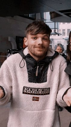 Louis Tomlinsom, Louis And Harry, One Direction Photos, One Direction Humor, Sassy Louis, One Direction Louis Tomlinson, Larry Shippers, Harry 1d, Normal Guys