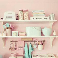 Tons pastel, como o rosa algodão doce e o verde menta, têm feito sucesso como candy colors (cores de doces) e se tornaram uma tendência na decór