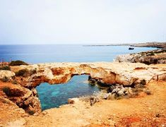 Удивительное чудо создавая которое природа точно не поскупилась проявить свои таланты Мост Влюбленных илиМост Грешников. Если верить легенде как только на него ступит нога самого отъявленного грешника в мире мост в тот час же обрушится. Многие уже пытались вскарабкаться на камень чтобы пройти проверку а заодно и сделать эффектные фото. #Cyprus2019 #Cyprus #CyprusButterfly #cyprusisland Cyprus News, Water, Outdoor, Gripe Water, Outdoors, Outdoor Games, The Great Outdoors