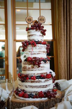 beautiful naked wedding cake with delicious fruits Burgundy Wedding Cake, Floral Wedding Cakes, Wedding Cake Rustic, White Wedding Cakes, Wedding Cakes With Flowers, Wedding Cake Designs, Wedding Cake Toppers, Flower Cakes, Cake Wedding