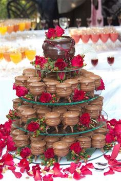 Maryke met us at the Oakfield expo in January this year, and she had a fairly clear idea of what she wanted – a lekker bosveld wedding using potjie pots! I sort of got to know Maryke a bit … African Traditional Wedding Dress, Traditional Wedding Decor, Traditional Cakes, African Wedding Cakes, African Wedding Attire, Bling Wedding Cakes, Wedding Cakes With Cupcakes, African Party Theme, Zulu Wedding