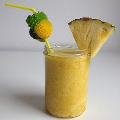 Smoothie met ananas en gember http://wateetjedanwel.nl/smoothie-met-ananas-en-gember/