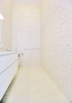Vaalean kylpyhuoneen laatat ABL-Laatat #vaalea #vessa #kylpyhuone #3dmosaiikki #mosaiikkiseinä #abl #abllaatat