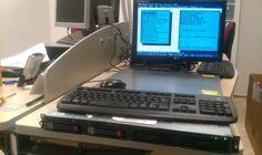 """Configurando y preparando un servidor rack de 19 """" para un cliente importante."""