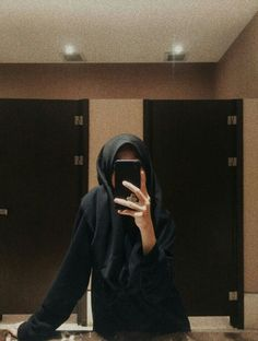 Mirror selfie - Another! Modern Hijab Fashion, Hijab Fashion Inspiration, Stylish Girls Photos, Stylish Girl Pic, Hijabi Girl, Girl Hijab, Girl Photo Poses, Girl Photography Poses, Foto Mirror