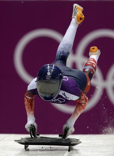 Lizzy Yarnold takes the first gold for Team GB in at the Winter Olympics Double gold! Action Pose Reference, Action Poses, Youth Olympic Games, Pride Of Britain, 2018 Winter Olympics, Team Gb, Sporty Girls, Sports Pictures