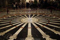 Lo spettacolare pavimento del Duomo di Siena: http://www.frammentiditoscana.it/lo-spettacolo-del-pavimento-del-duomo-di-siena/