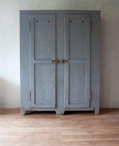 Prachtige oude houten kast grijs - Blood New Label   Industriële Meubels
