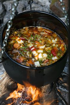 Vegetable soup from the kettle - Camping Ideas Dutch Recipes, Soup Recipes, Healthy Recipes, Camping Ideas, Camping Hacks, Camping Outdoors, Campfire Food, Food For A Crowd, Dutch Oven