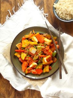 This spicy kimchi stir-fry is loaded with tender zucchini, sweet carrots, and crispy pan fried tofu. Vegan Recipes Plant Based, Vegan Recipes Beginner, Vegan Dinner Recipes, Vegan Dinners, Vegetarian Recipes, Healthy Recipes, Tofu Recipes, Quinoa, Curry