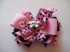 Skull and Cross Bones Hair Bow by mymoondancers, via Flickr