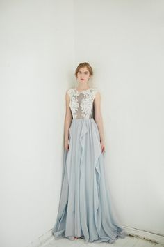 Grey wedding dress // Iris van CarouselFashion op Etsy