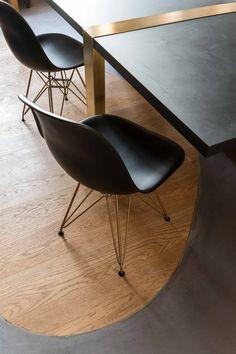 Décoration idée inspiration chaise RAR noir blanc pied bois design