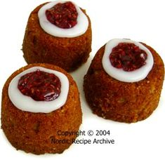 Finnish Runeberg cakes, named after Johan Ludvig Runeberg, Finland's national poet and eaten on his birthday February They're flavored with almonds and Swedish punsch syrup, and topped with raspberries. Baking Recipes, Cake Recipes, Cake Name, Little Cakes, Food Decoration, Scones, Raspberry, Muffin, Cupcakes