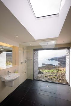 Baños: arquitectura y ejemplos de diseño,Tigh Port na Long / Dualchas Architects . Image © Andre Lee