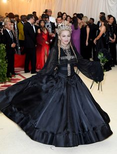 One major trend celebrities are rocking at the 2018 Met Gala is gorgeous gowns with enormous trains that prove some dresses look better from the back. Madonna Outfits, Madonna Fashion, Haute Couture Gowns, Madonna Mode, Actress Christina, Material Girls, Red Carpet Dresses, Ball Gowns, Celebs