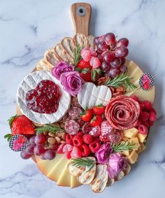Charcuterie Recipes, Charcuterie Platter, Charcuterie And Cheese Board, Cheese Boards, Cheese Platers, Cheese Trays, Wine Cheese, Party Food Platters, Party Trays