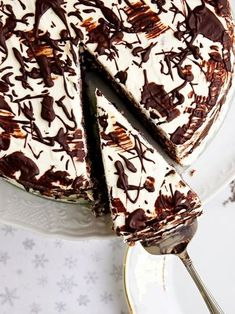Ořechový dort s mascarpone krémem | Pečení a vaření | Bloglovin' Sweet Desserts, Sweet Recipes, Delicious Desserts, Dessert Recipes, Yummy Food, Bueno Cake, Naked Cakes, Cake & Co, Food Platters