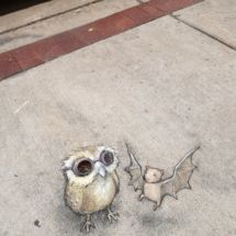 David Zinn - Inaugural meeting of the Nocturnal Wildlife Steampunk-Goth Appreciation Society 3d Street Art, Street Art Graffiti, Street Artists, Graffiti Artists, David Zinn, Pablo Picasso, Chalk Artist, Chalk Painting, Urbane Kunst