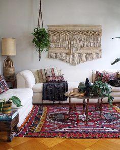 Amazing bohemian lounge room using Kilim! #kilim #kilimcushion #boho #bohemian #bohohome #vintage #oneofakind #handmade #atribeofmyown imagevia @pinterest
