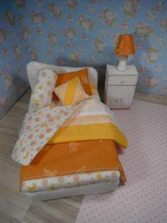 約20センチ×15センチのミニチュアベッドセットです。スタンドをベッド購入の方にプレゼント予定です。