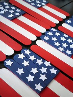 Popsicle stick flag banner craft for Memorial Day or of July Popsicle Stick Crafts, Craft Stick Crafts, Crafts To Do, Diy Crafts For Kids, Popsicle Sticks, Craft Ideas, Craft Sticks, Craft Tutorials, Simple Crafts